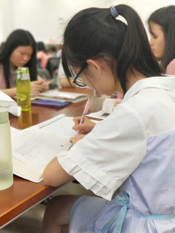 华南师大家教中心黄老师个人照片